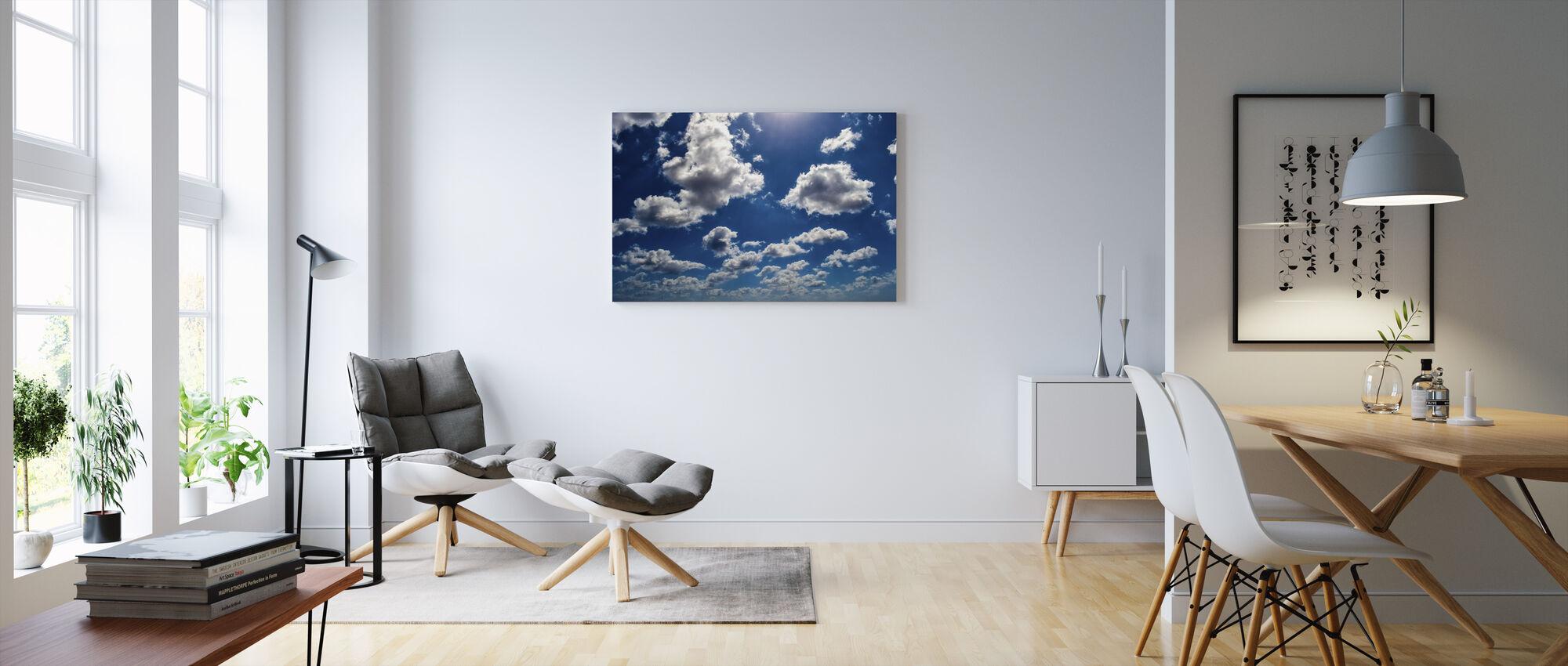 Sininen taivas pilvet - Canvastaulu - Olohuone