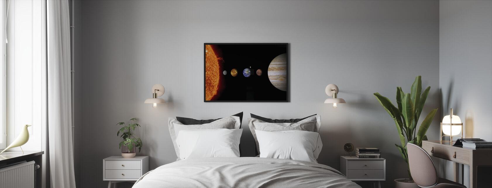 Aurinkokunta - Kehystetty kuva - Makuuhuone