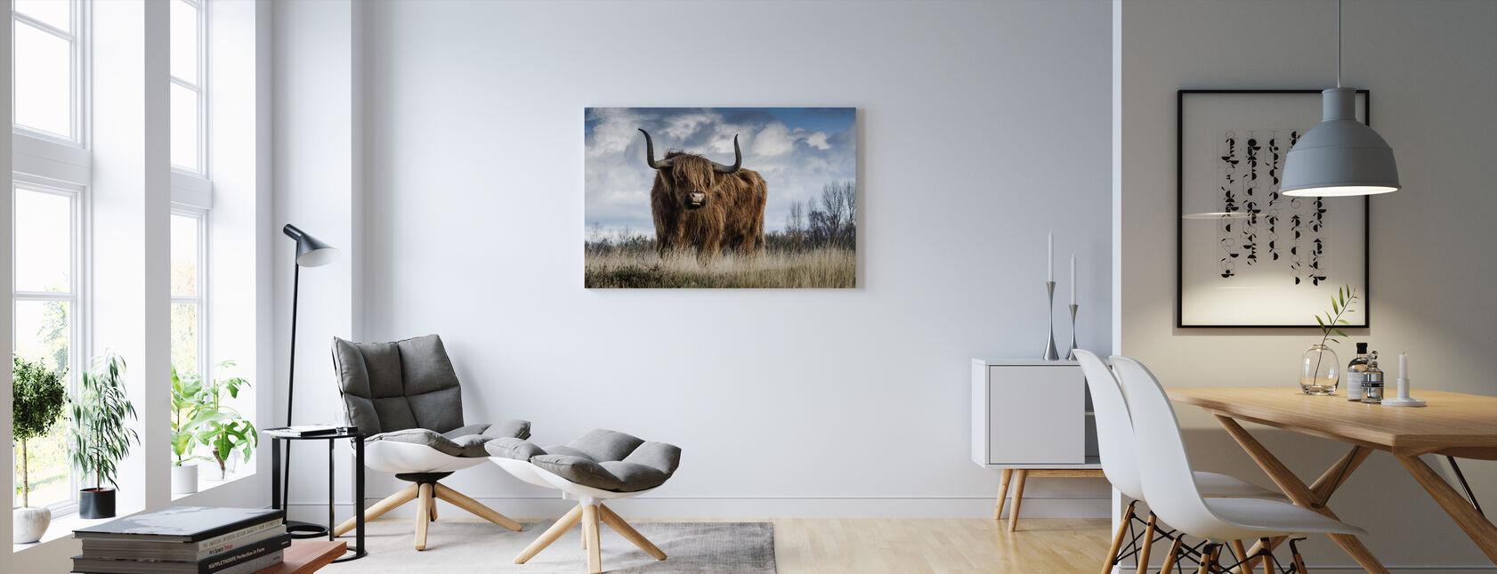 Tjur på ängen - Canvastavla - Vardagsrum