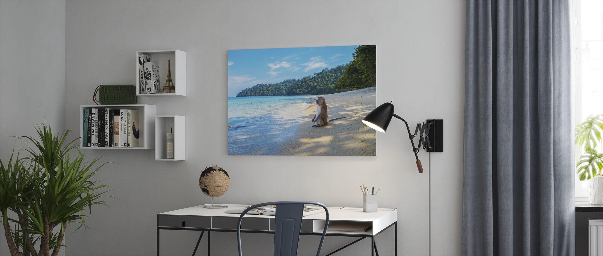 Apa vid stranden - Canvastavla - Kontor