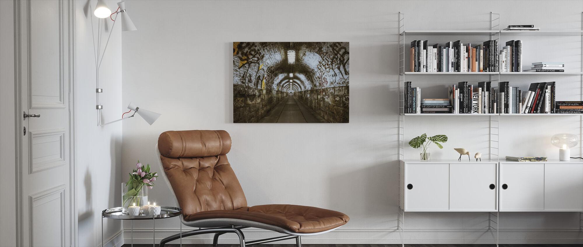 Underjordisk tunnel - Canvastavla - Vardagsrum