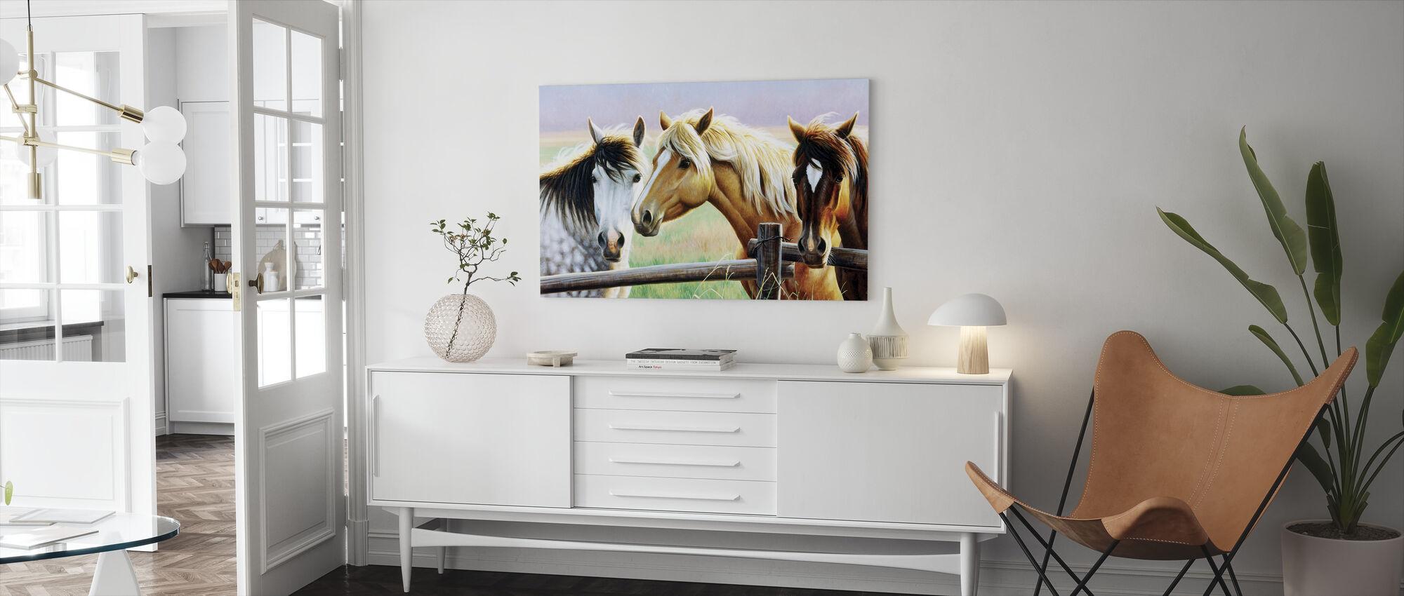 Tre hester på gjerdet - Lerretsbilde - Stue