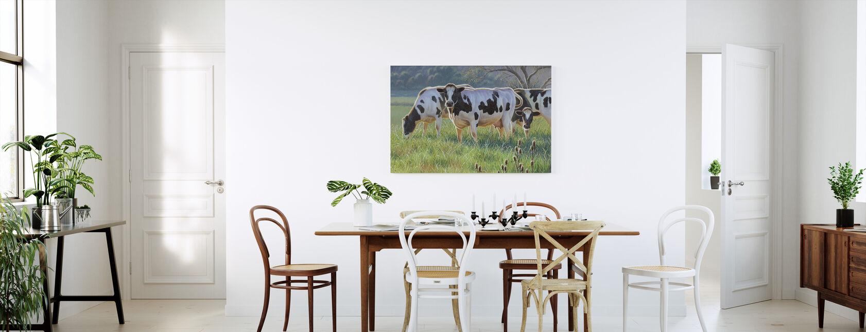 Lehmiä - Canvastaulu - Keittiö
