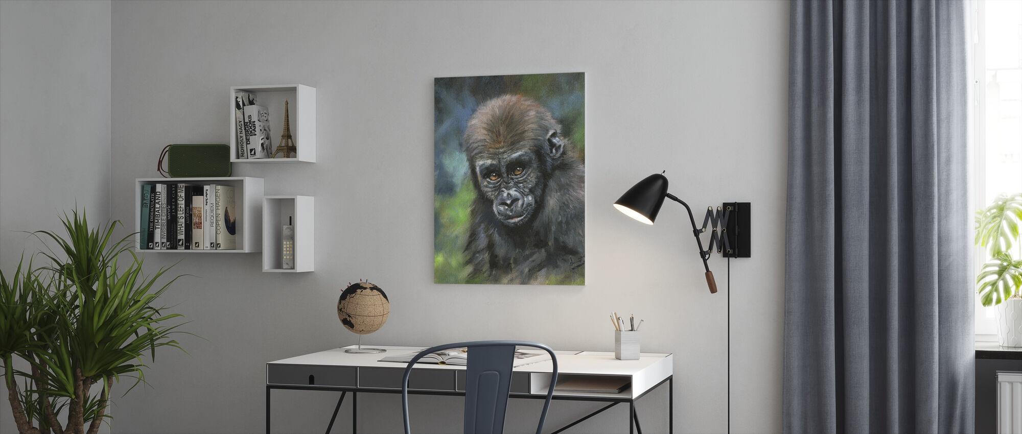 Nuori Gorilla - Canvastaulu - Toimisto