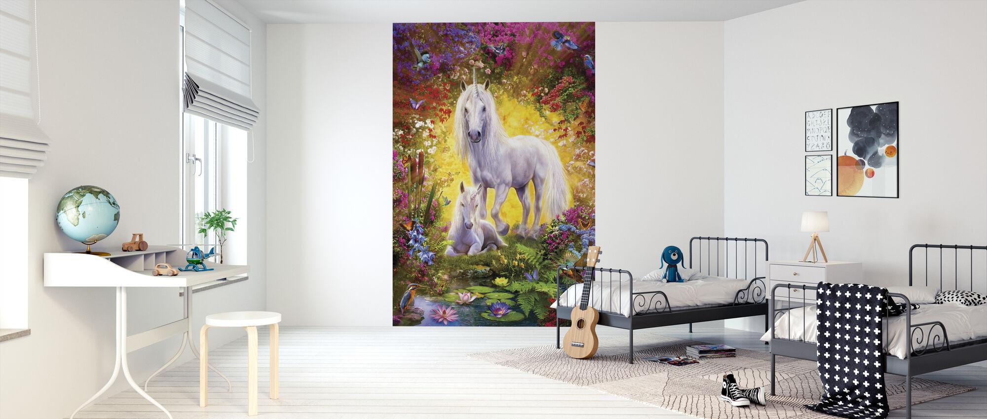 Eenhoorn en veulen met bloemen - Behang - Kinderkamer