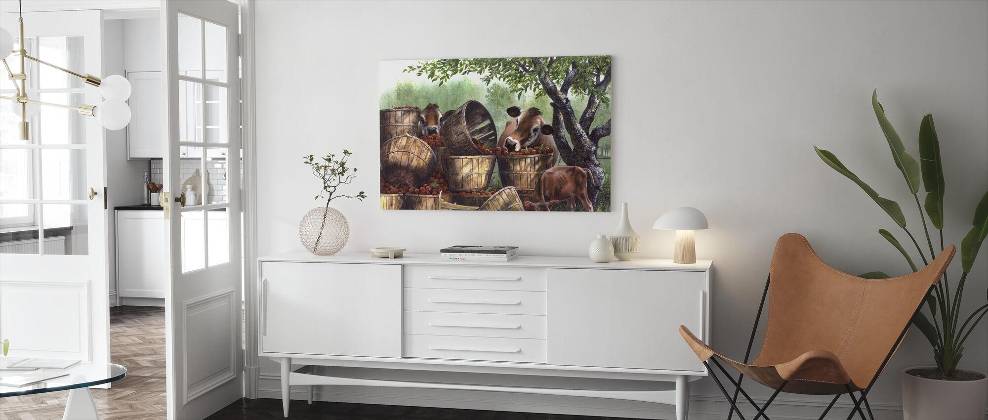 Raiding Apple Crop - Canvastavla - Vardagsrum