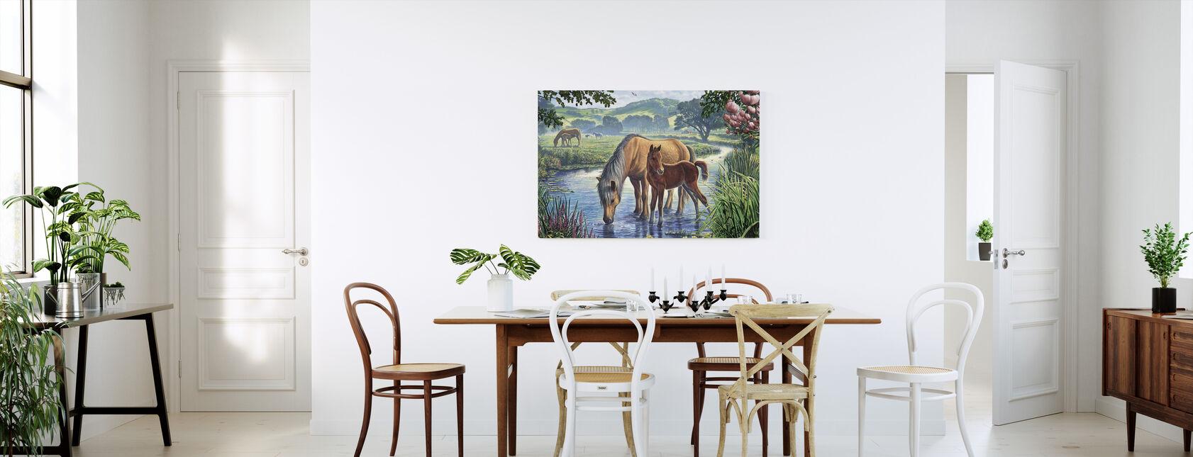 Fälld ponnyer Dricksvatten - Canvastavla - Kök