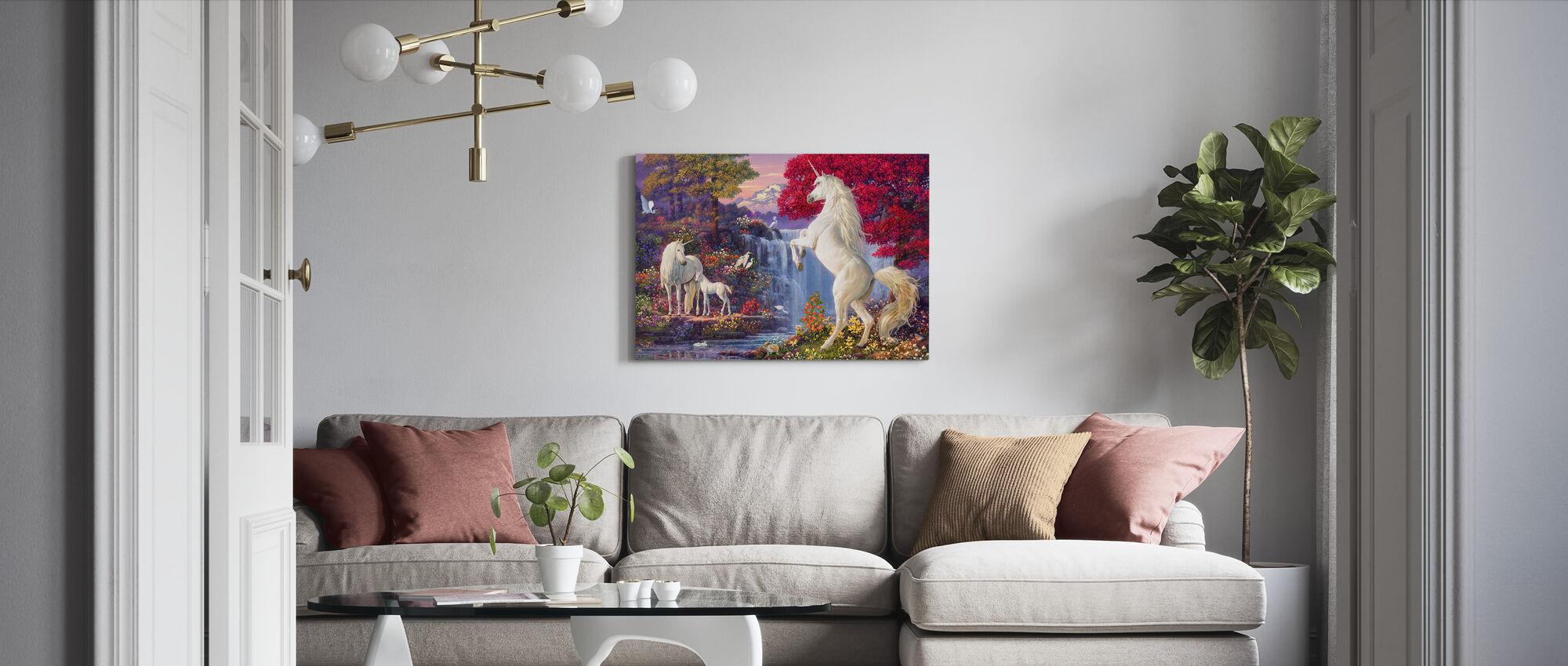 Enhörningen faller - Canvastavla - Vardagsrum