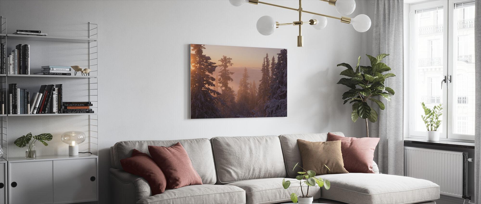 Kuusen metsä hämärässä - Canvastaulu - Olohuone