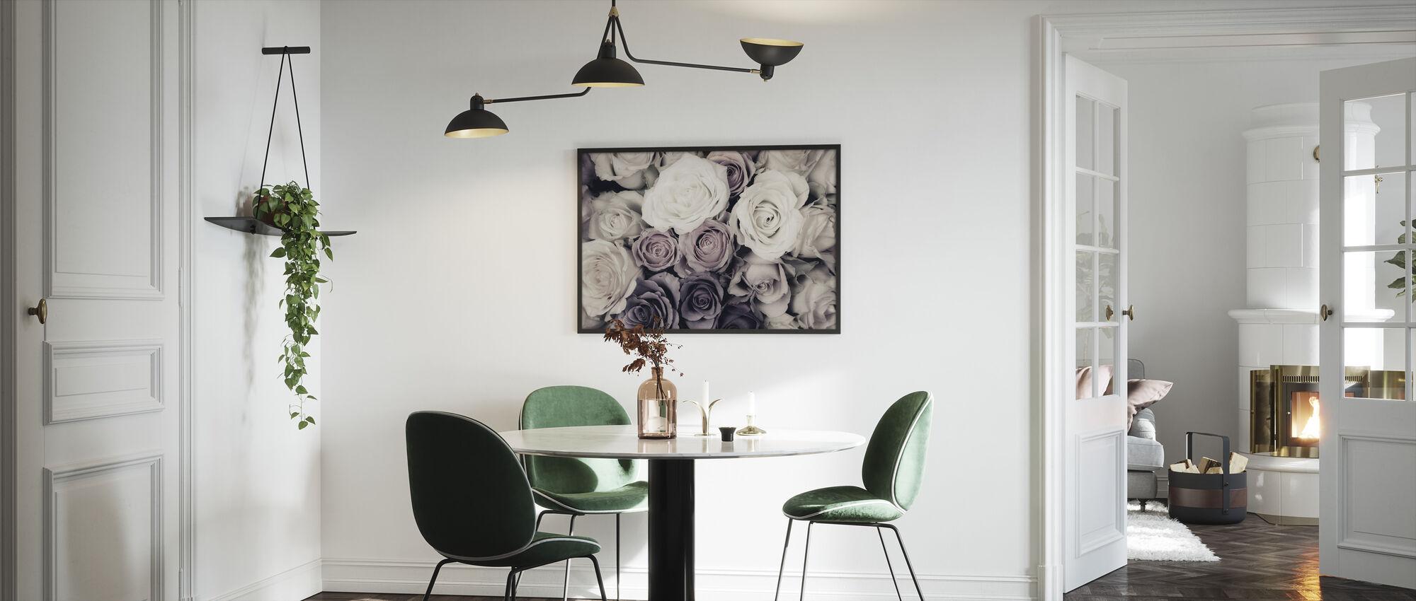 Mørke roser - Innrammet bilde - Kjøkken