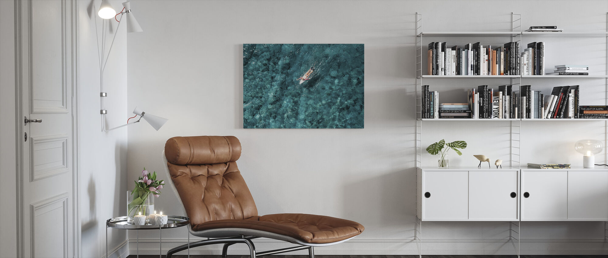 Surf peddelen in de zee - Canvas print - Woonkamer