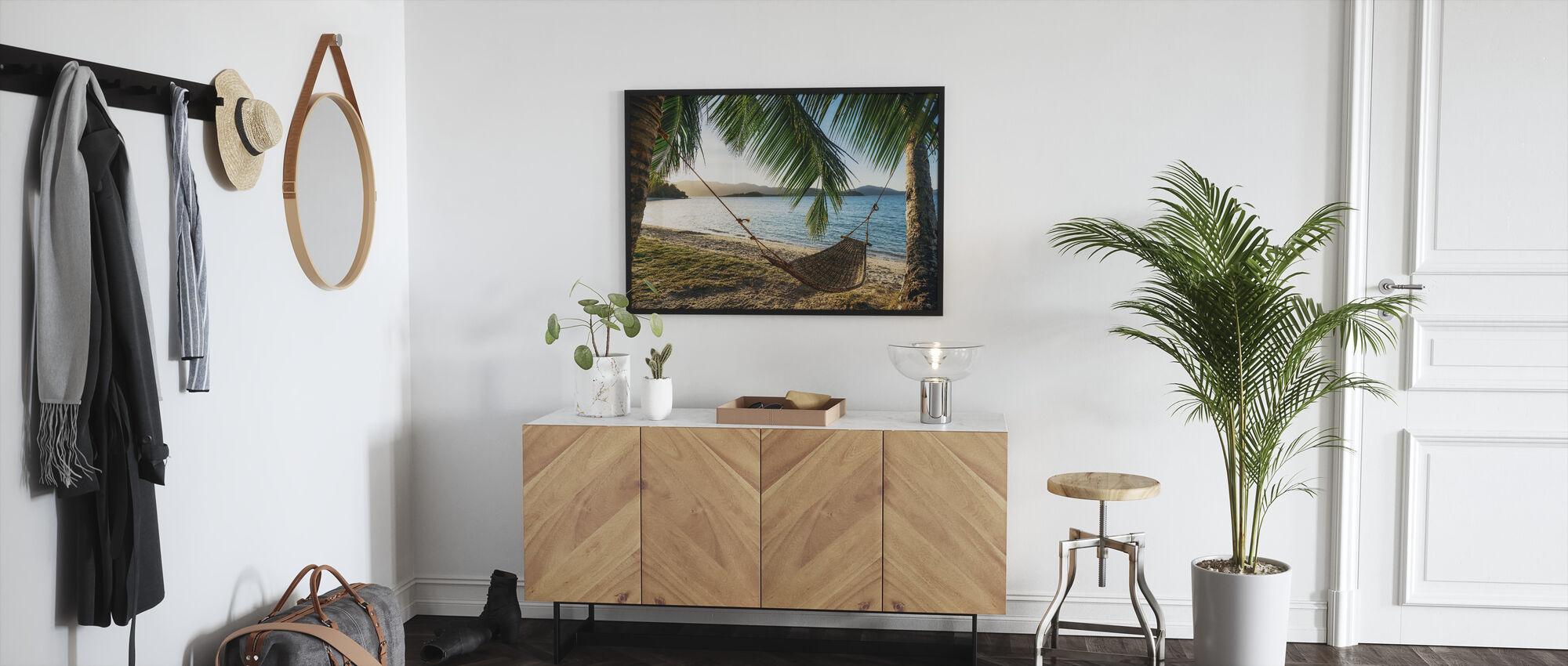 Lege hangmat tussen palmbomen - Ingelijste print - Gang