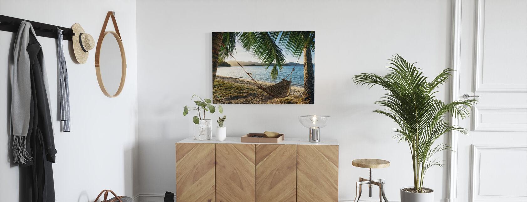 Leere Hängematte zwischen Palmen - Leinwandbild - Flur