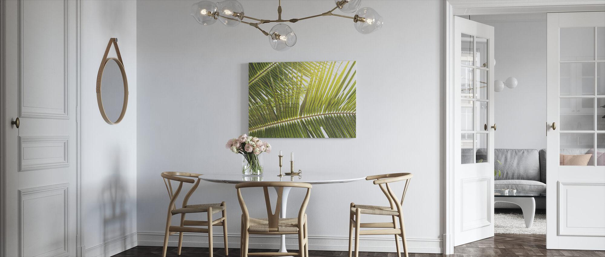 Auringonvalo palmun lehtiä - Canvastaulu - Keittiö