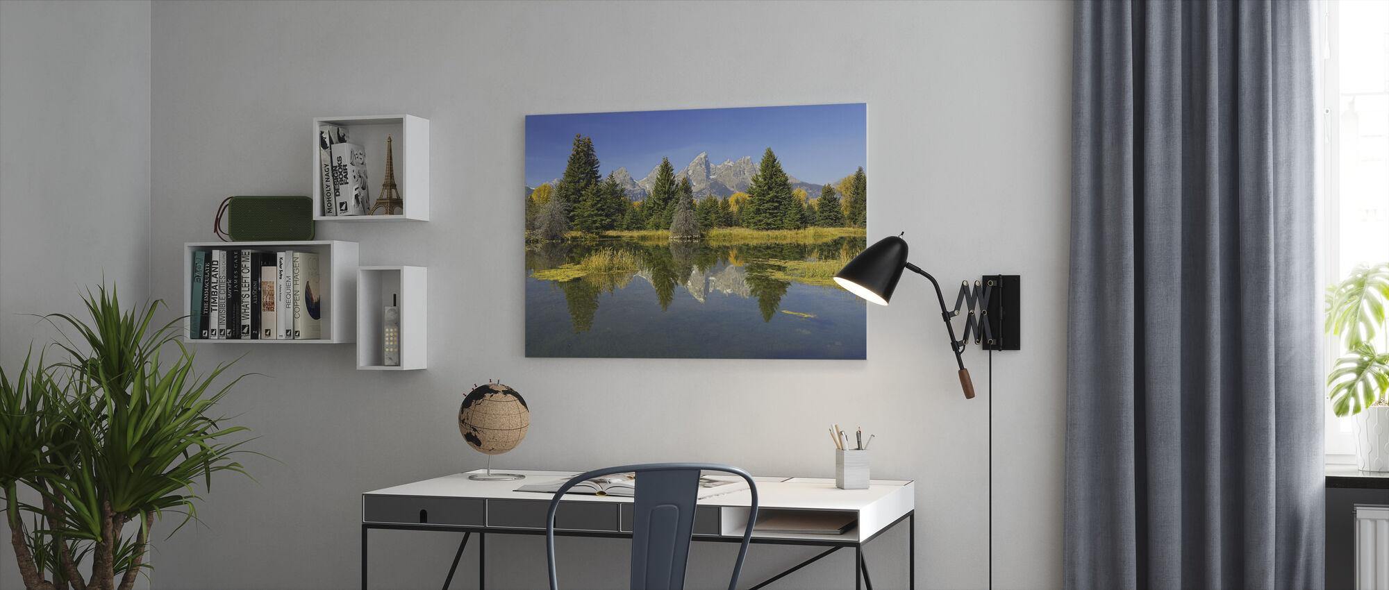 Majava lampi - Canvastaulu - Toimisto