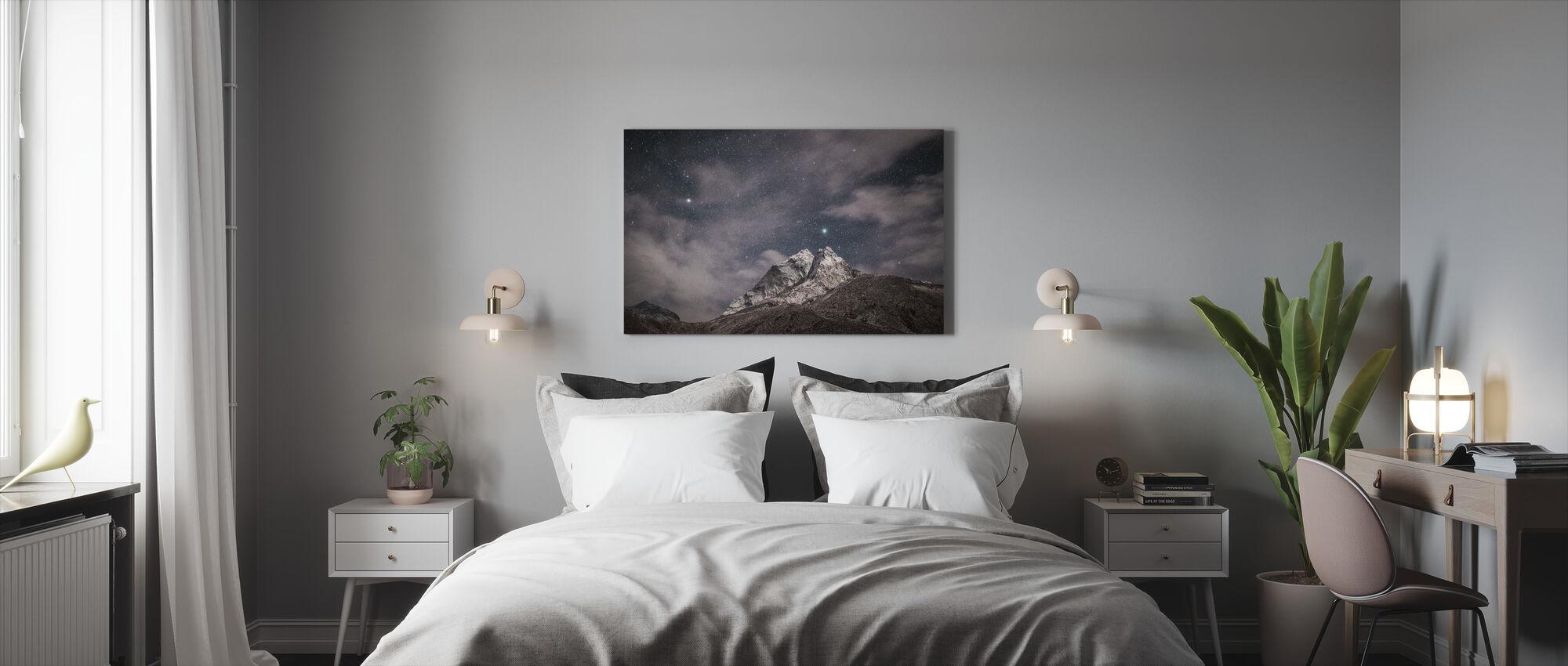 Vuori ja tähdet - Canvastaulu - Makuuhuone