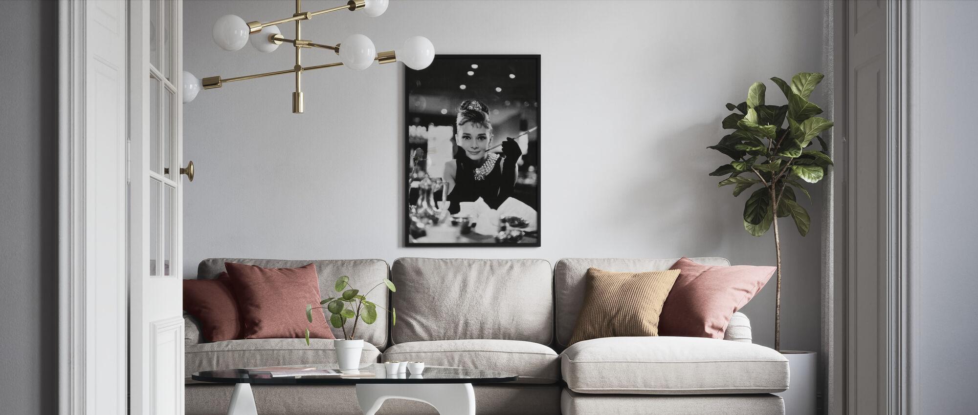 Audrey Hepburn i Frukost på Tiffanys - Inramad tavla - Vardagsrum