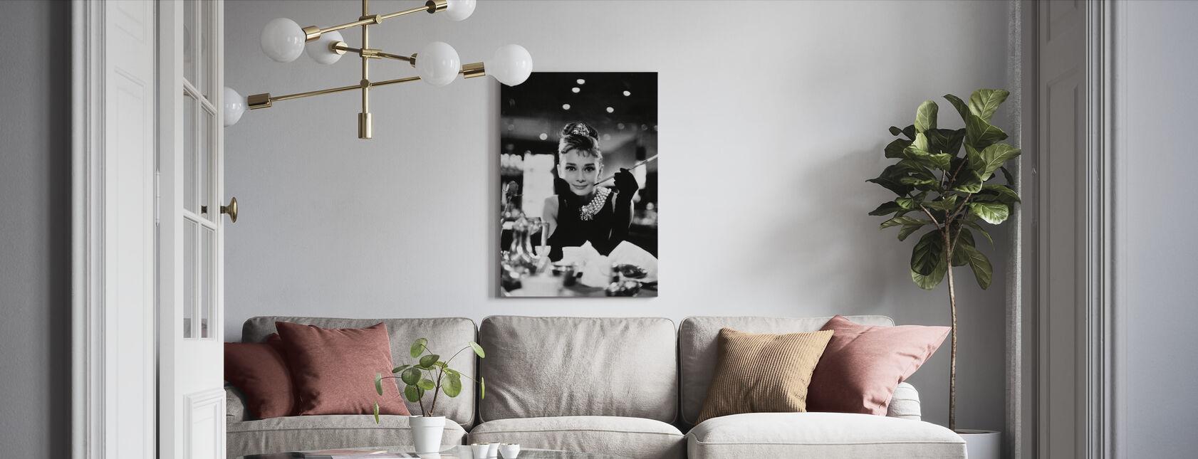 Audrey Hepburn im Frühstück bei Tiffanys - Leinwandbild - Wohnzimmer