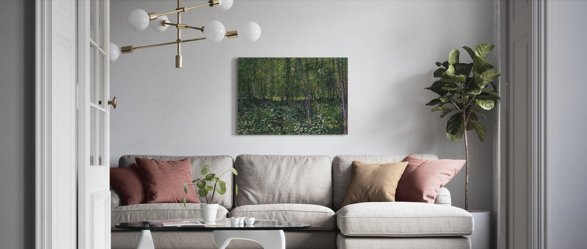 Puut ja aluskasvit - Canvastaulu - Olohuone