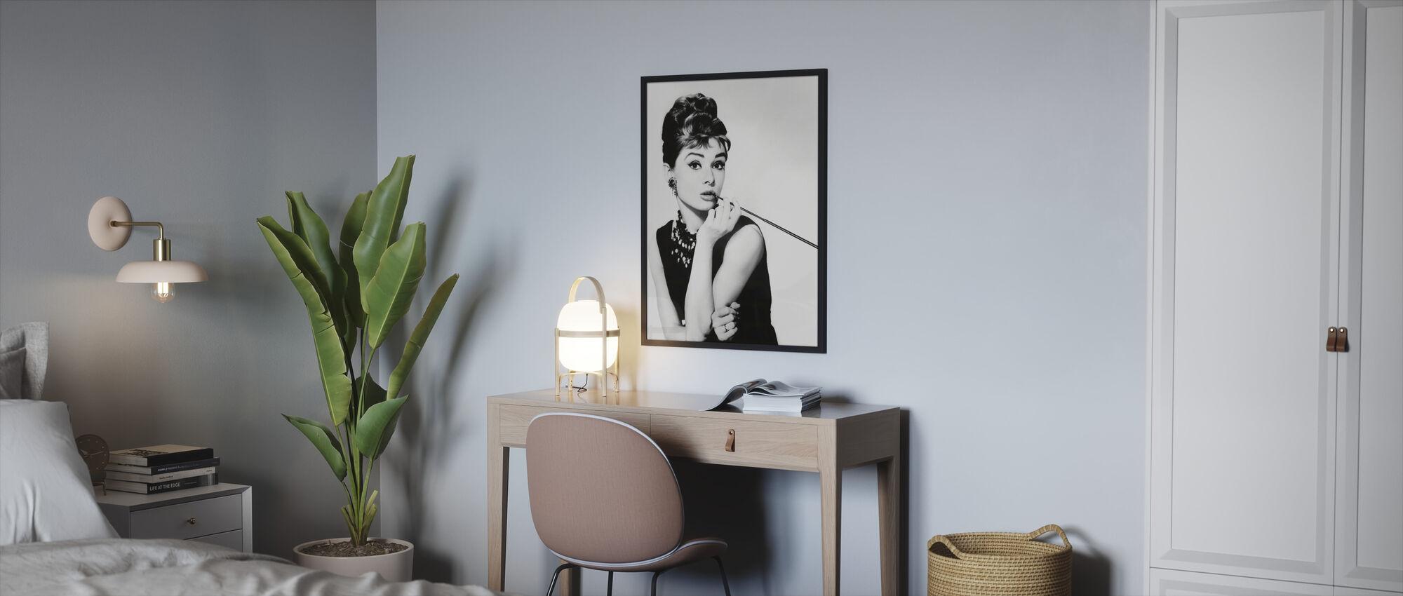 Audrey Hepburn i frukost på Tiffanys - Innrammet bilde - Soverom