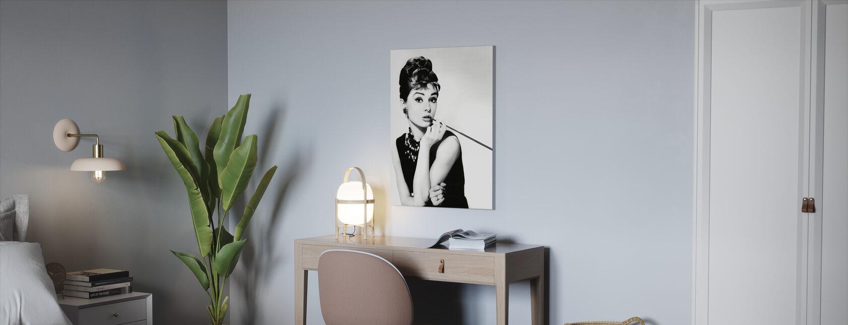 Audrey Hepburn im Frühstück bei Tiffanys - Leinwandbild - Büro