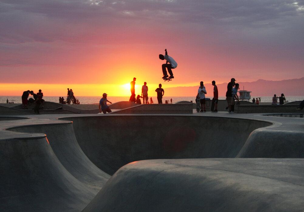 Skateboarding at the Beach - affordable wall mural - Photowall