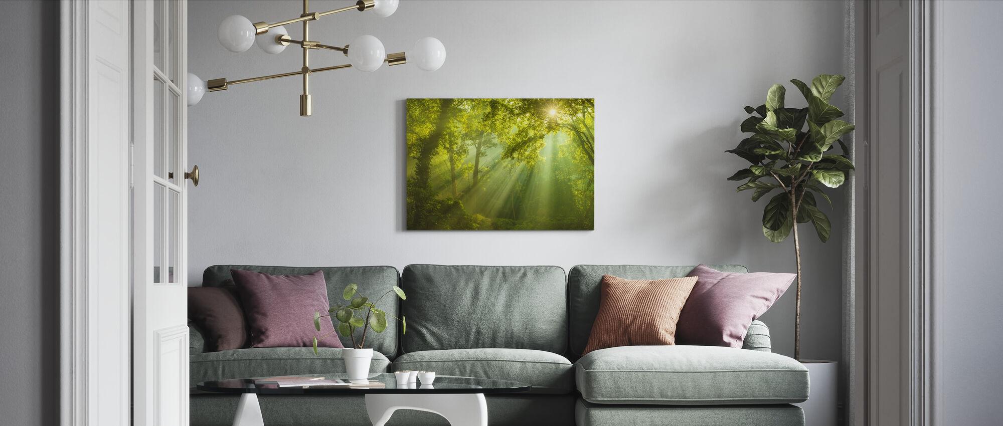 Vihreän metsän auringonvalo - Canvastaulu - Olohuone