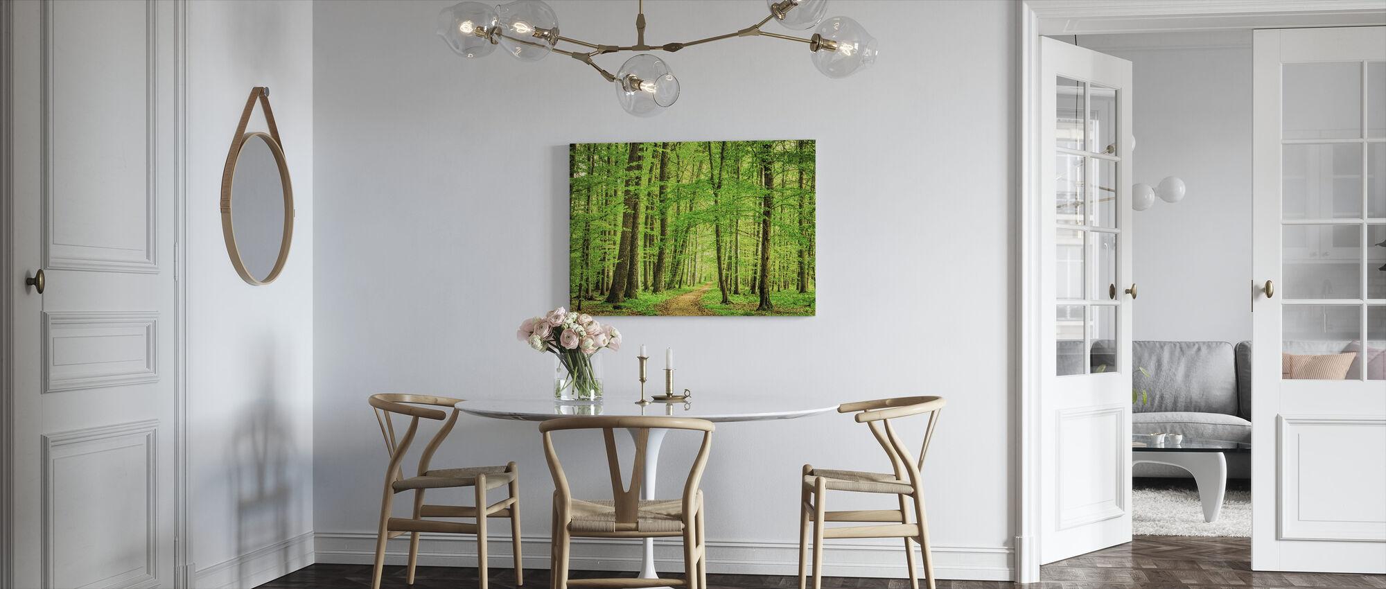 Vihreä metsä keväällä - Canvastaulu - Keittiö