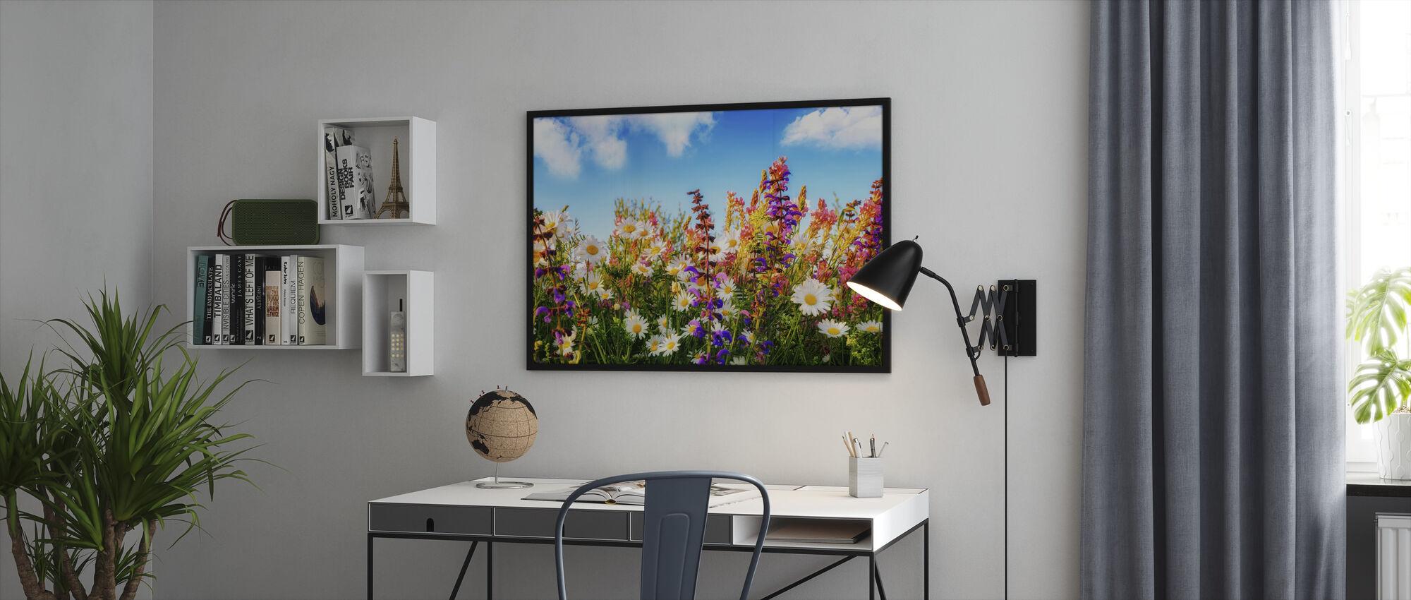 Bloemen op een weide - Ingelijste print - Kantoor