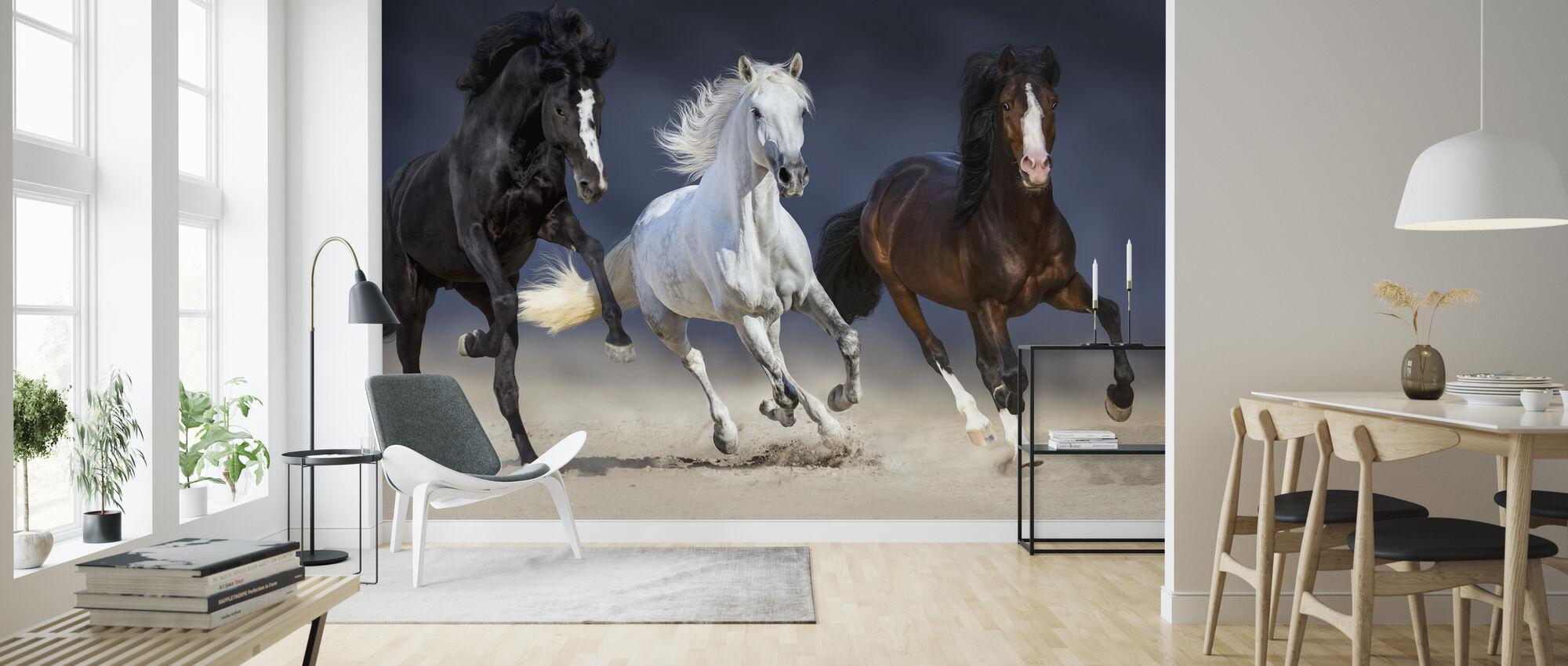 Kolme hevosta ajaa - Tapetti - Olohuone
