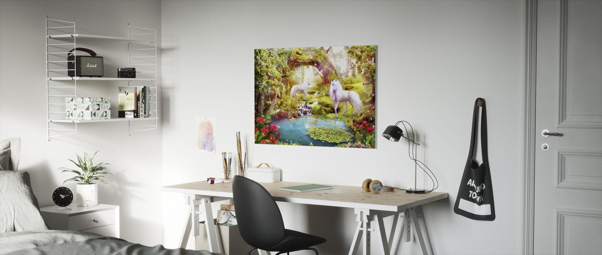 Enhörningar i drömmande landskap - Canvastavla - Barnrum