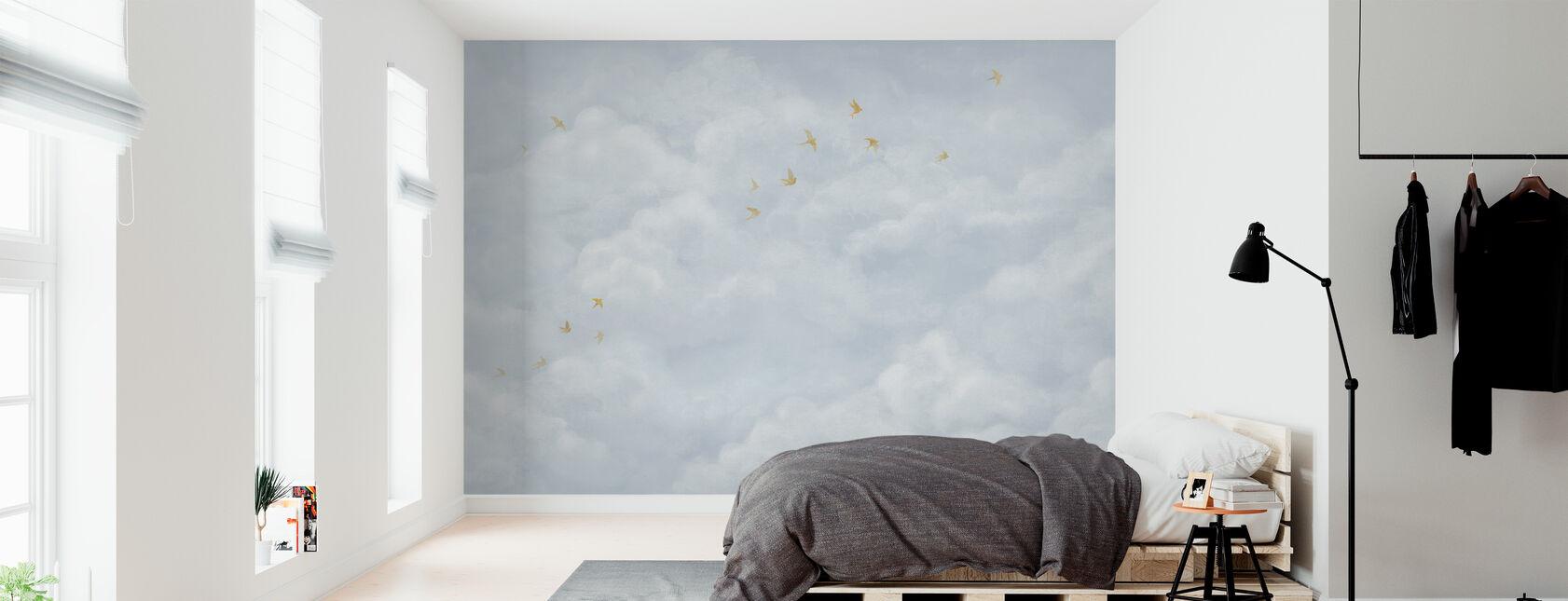 Nubes tiernas con golondrinas amarillas - Azul suave - Papel pintado - Dormitorio
