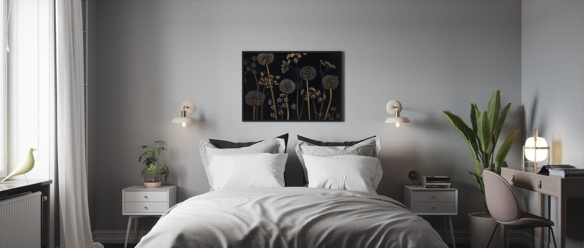 Weide Bloemen - Zwart - Ingelijste print - Slaapkamer