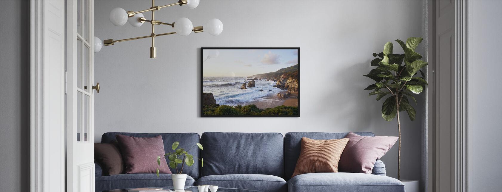 Wellen kommen in Big Sur - Gerahmtes bild - Wohnzimmer