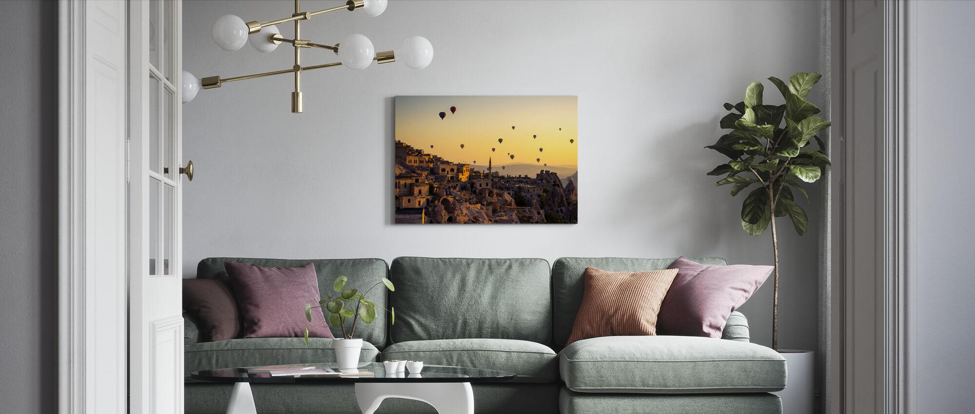 Zonsopgang boven Cappadocië - Canvas print - Woonkamer